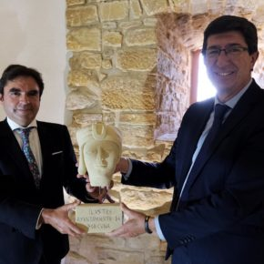 """Miguel Moreno celebra el """"broche final"""" del primer año de Gobierno municipal con la visita de Juan Marín a Obulco"""