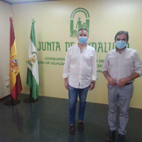 El alcalde de Porcuna coordina con el delegado de Educación las medidas de mantenimiento e higiene para la vuelta al colegio